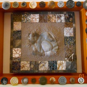 art-quilts-framed-16-pensive-cat-with-buttons
